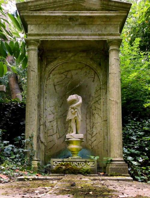 Highgate_Cemetery_West_9