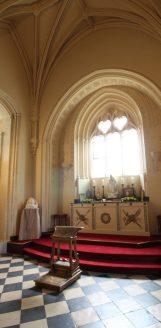 chateau-brissac-visite-chapelle-1-502x1024