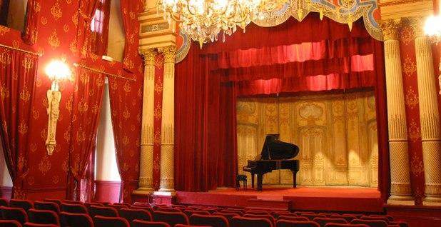 chateau-brissac-visite-theatre