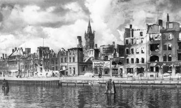 Königsberg,_Pregel_mit_Schlossturm_(1945)