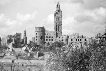 konigsberg-castle-in-ruins-photo-taken-in-1950